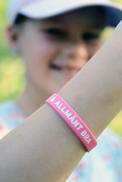 Armband - Silikon tonår - Älskad, värdefull, dyrbar - hallon